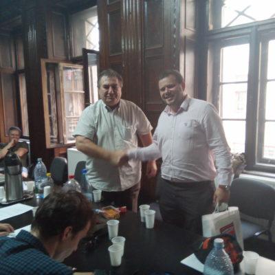 Ionuț Manea primește premiul de la Cornel Secu